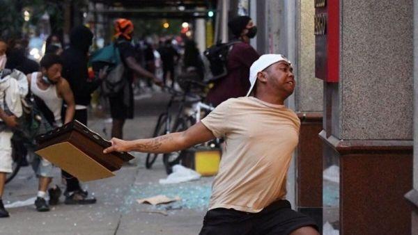 Siapa Sebenarnya Pria Bertato `Kepulauan Indonesia` yang Viral Ikut Aksi Unjuk Rasa George Floyd?